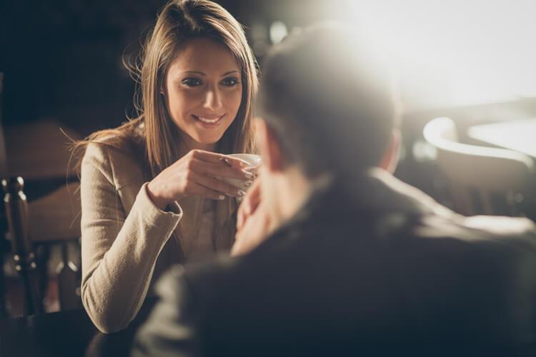 Auch bei einem Date sind Social Skills hilfreich